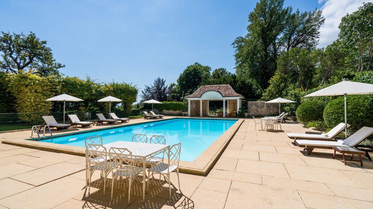 Espace extérieur piscine non couverte Bonmont