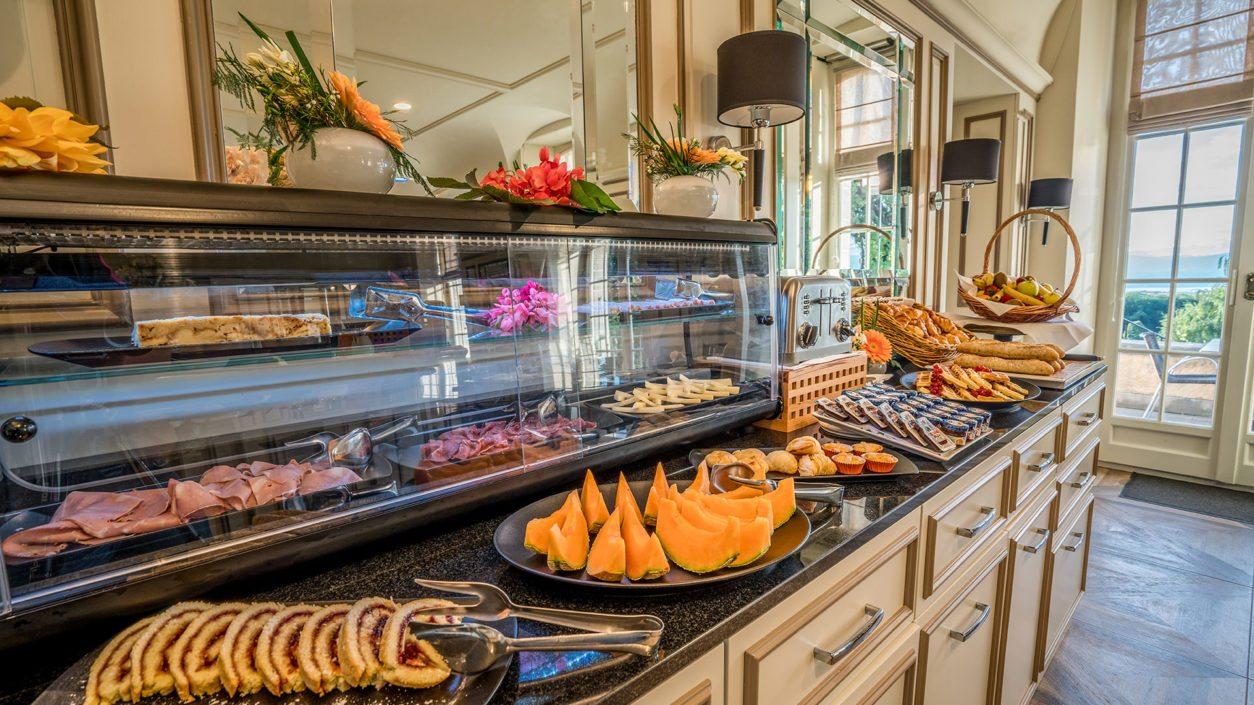 offre petit déjeuner complet château de Bonmont