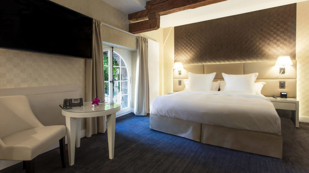 photo chambre standard hotel château de Bonmont