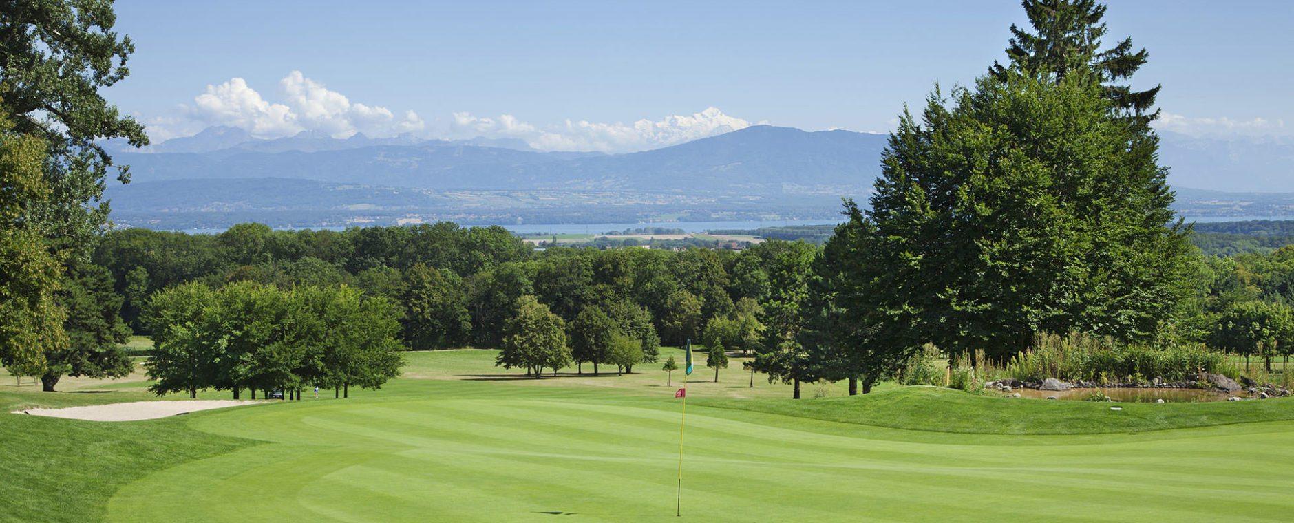 vue dégagée practice golf château de Bonmont