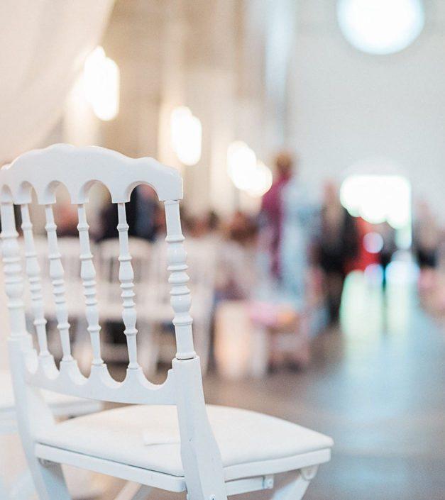 detail chaise blanche cérémonie mariage Bonmont