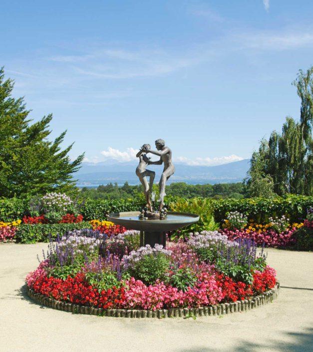 Statue Bonmont fleurs printemps domaine