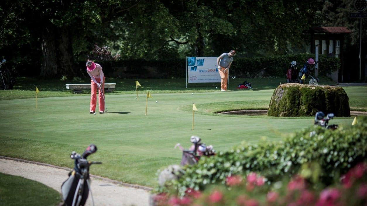 Joueurs golf practice Golf & Country Club Château de Bonmont