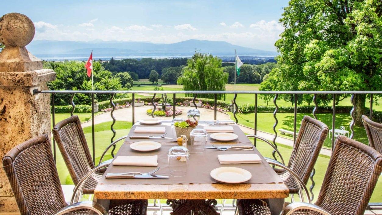 Terrasse extérieure Cercle restaurant vue parcours Golf & Country Club de Bonmont