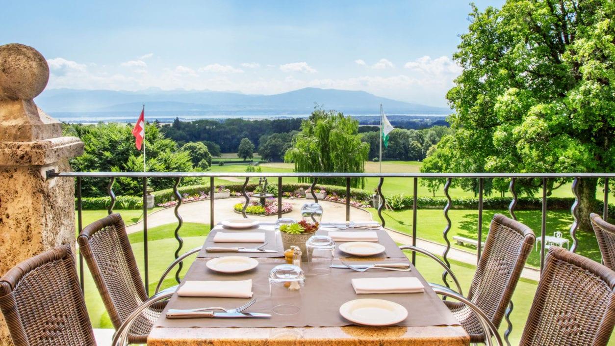 Photo terrasse été vue Mont Blanc restaurant Bonmont